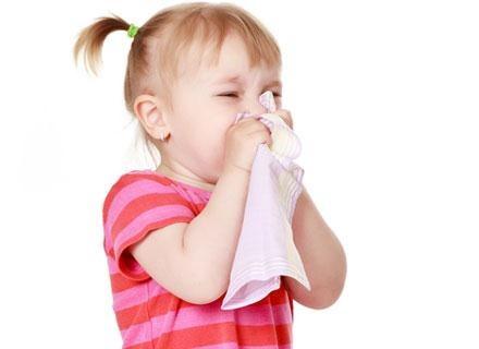Katar jest zwykle pierwszym objawem przeziębienia /© Panthermedia