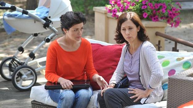 Katarzyna Cichopek (Kinga) i Jolanta Fraszyńska (Zuza) /www.mjakmilosc.tvp.pl/
