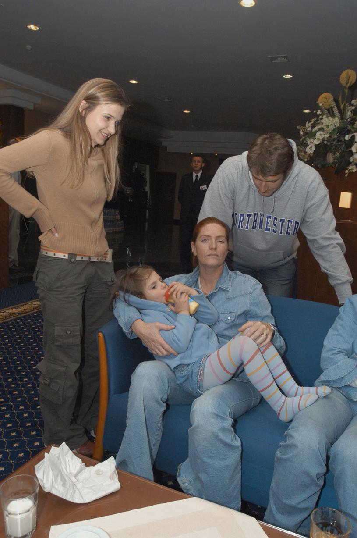 Katarzyna Dowbor z córką, synem i synową, 2003 rok /Niemiec /AKPA