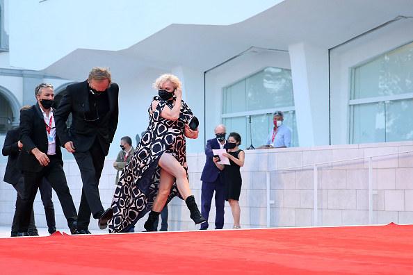 Katarzyna Figura postawiła na kreację z wycięciem na nogę / Maria Moratti / Contributor /Getty Images