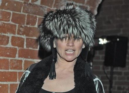 Katarzyna Figura w bardzo modnej futrzanej czapie /MWMedia