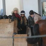 Katarzyna Figura z córkami na koniach!