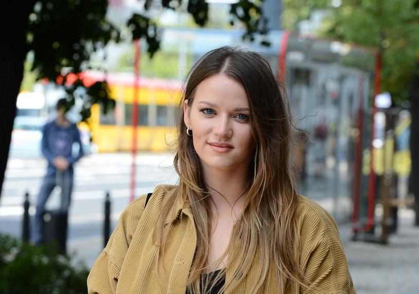 Katarzyna Popowska przed studiem TVN w Warszawie /MWMedia