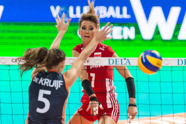 Katarzyna Skowrońska-Dolata w grupowym meczu z Holandią /Maciej Kulczyński /PAP