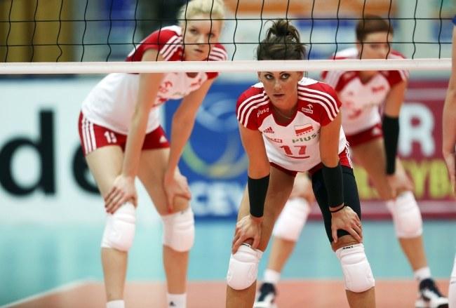 Katarzyna Skowrońska-Dolata (w środku), z lewej Agnieszka Kąkolewska, w tle Karolina Różycka /PAP/EPA
