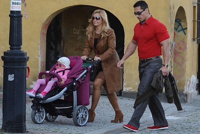 Katarzyna Skrzynecka z mężem i córką, 2013 rok /Andras Szilagyi /MWMedia
