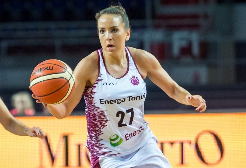 Katarzyna Suknarowska-Kaczor (P) z Energi Toruń /Tytus Żmijewski /PAP