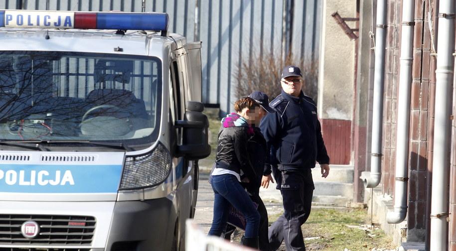 Katarzyna W. jest wprowadzana do budynku Sądu Okręgowego w Katowicach /Andrzej Grygiel /PAP