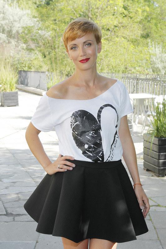 Katarzyna Zielińska: Aktorka w koszulce własnego projektu. Kasia zdradza, że t-shirty to dopiero początek jej kreatywnej zabawy. /Podsiebierska /AKPA