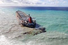 Katastrofa ekologiczna u wybrzeży Mauritiusa. Mieszkańcy próbują ratować lagunę