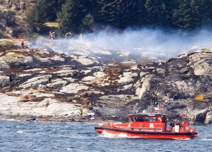Katastrofa śmigłowca w Norwegii. Na pokładzie było 13 osób /PAP/EPA