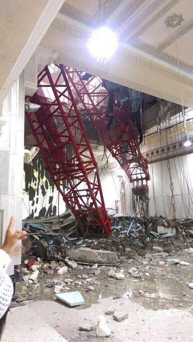 Katastrofa w meczecie /STRINGER /PAP/EPA