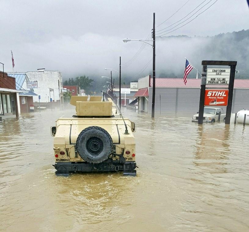 Katastrofalne powodzie w Wirginii Zachodniej /PAP/EPA
