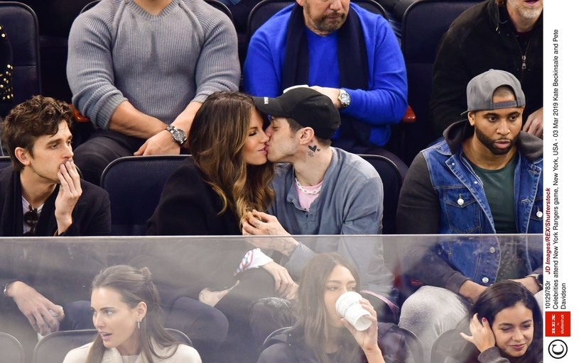 Kate Beckinsale towarzyszyła Pete Davidsonowi podczas meczu hokeja /East News