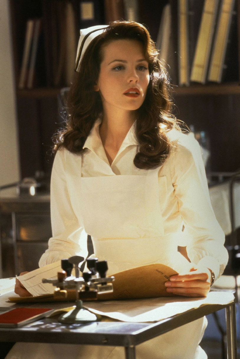"""Kate Beckinsale w filmie """"Pearl Harbor"""" /Touchstone Pictures /East News"""