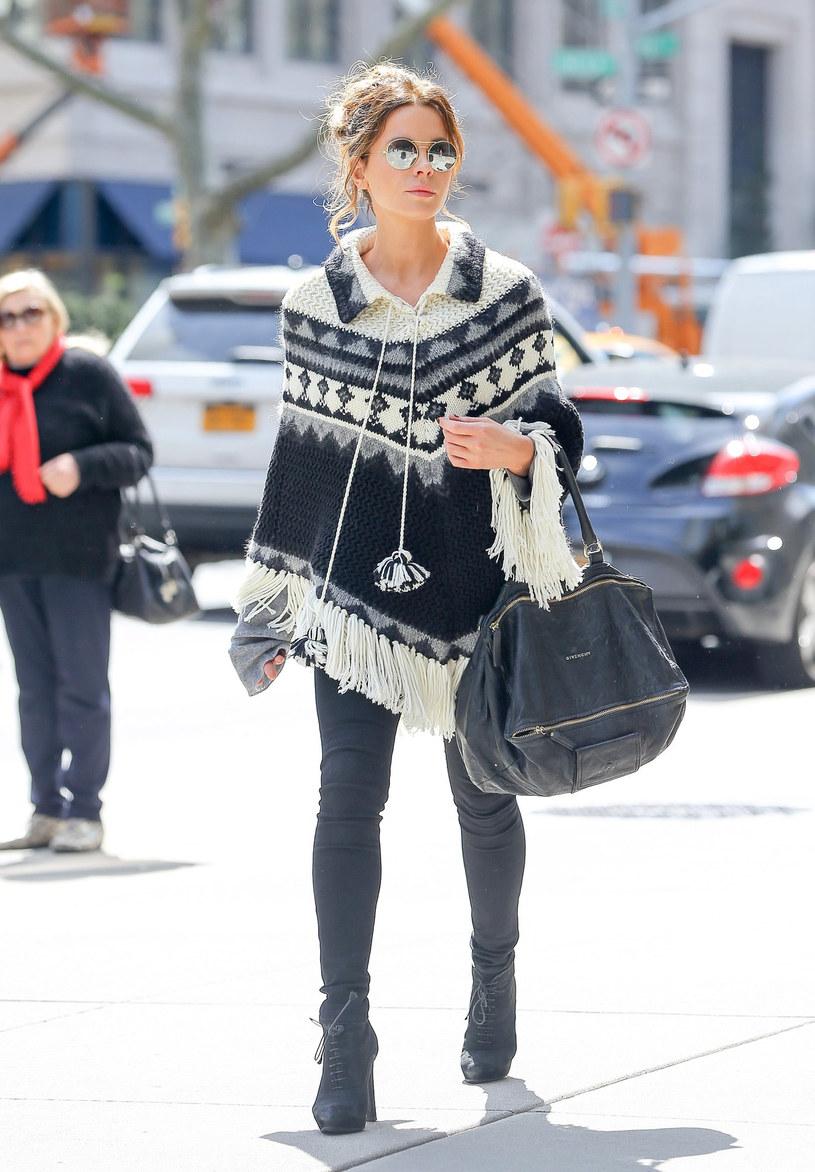 Kate Beckinsale wybrała model idealny dla pań o szerokich biodrach (figura typu gruszka, klepsydra). Taki fason świetnie wysmukla nogi! /East News/ Zeppelin
