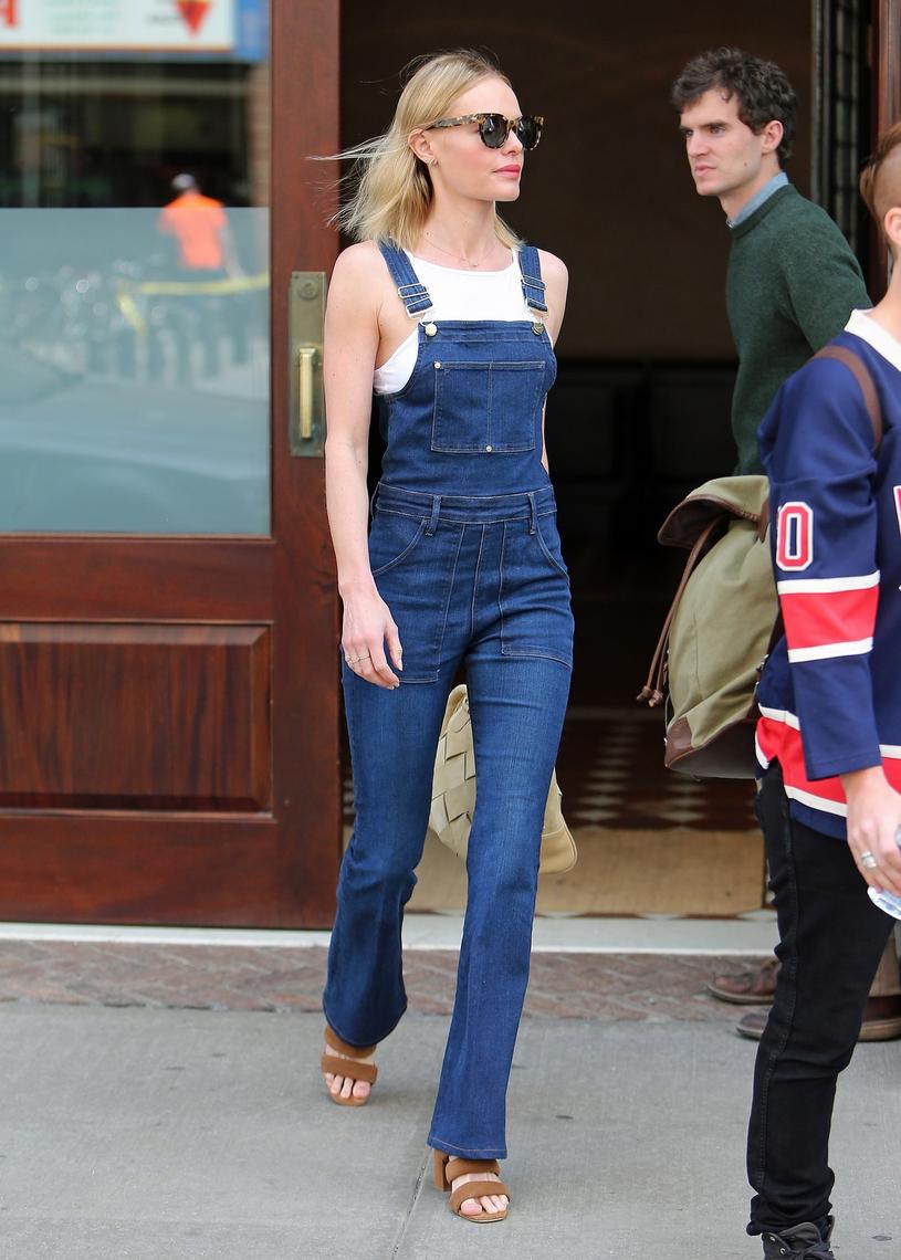Kate Bosworth w dżinsowym kombinezonie /East News