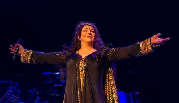 Kate Bush podczas powrotnego koncertu w Londynie (fot. Ken McKay/REX) /East News