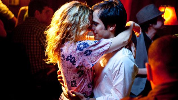 "Kate Hudson i Gael Garcia Bernal w scenie z filmu ""Odrobina nieba"" /materiały dystrybutora"