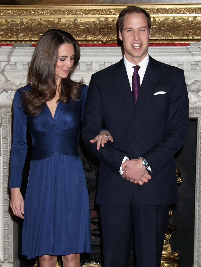 Kate i William podczas przekazywania nowiny o zaręczynach /Chris Jackson /Getty Images