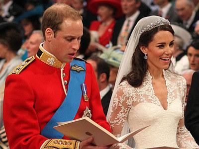 Kate miała na ślubie olśniewającą suknię  /AFP