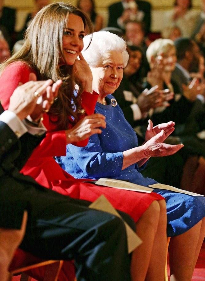 Kate Middleton i Królowa Elżbieta II /- /East News