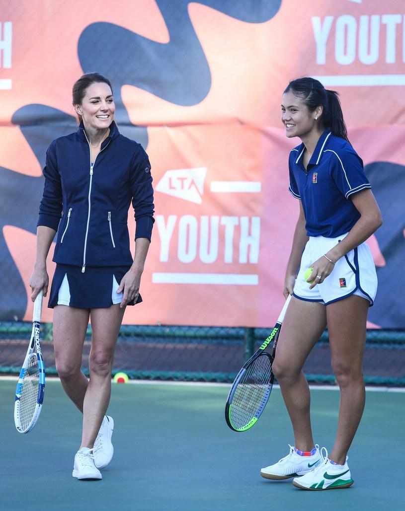 Kate Middleton na korcie tenisowym /Jeremy Selwyn-Evening Standard/POOL supplied by Splash News /East News