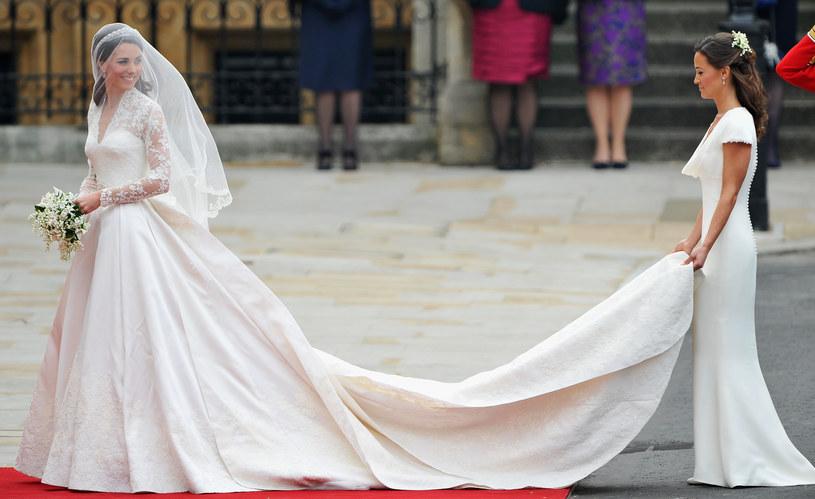 Kate Middleton w dniu swojego ślubu wraz z siostrą Pippą /Getty Images