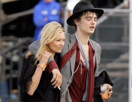 Kate Moss i Pete Doherty fot. Matt Cardy /Getty Images/Flash Press Media