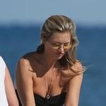 Kate Moss relaksuje się na plaży w Miami