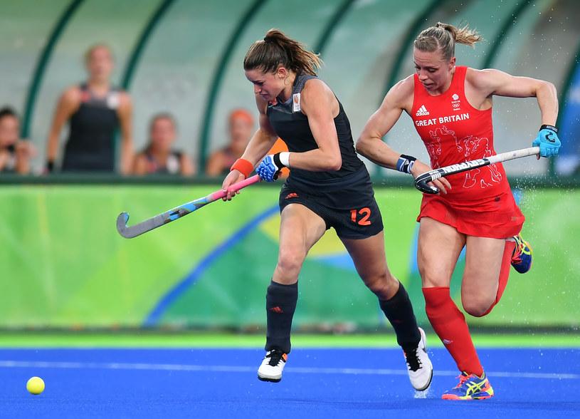 Kate Richardson-Walsh (z prawej) podczas finałowego meczu z Holandią /AFP