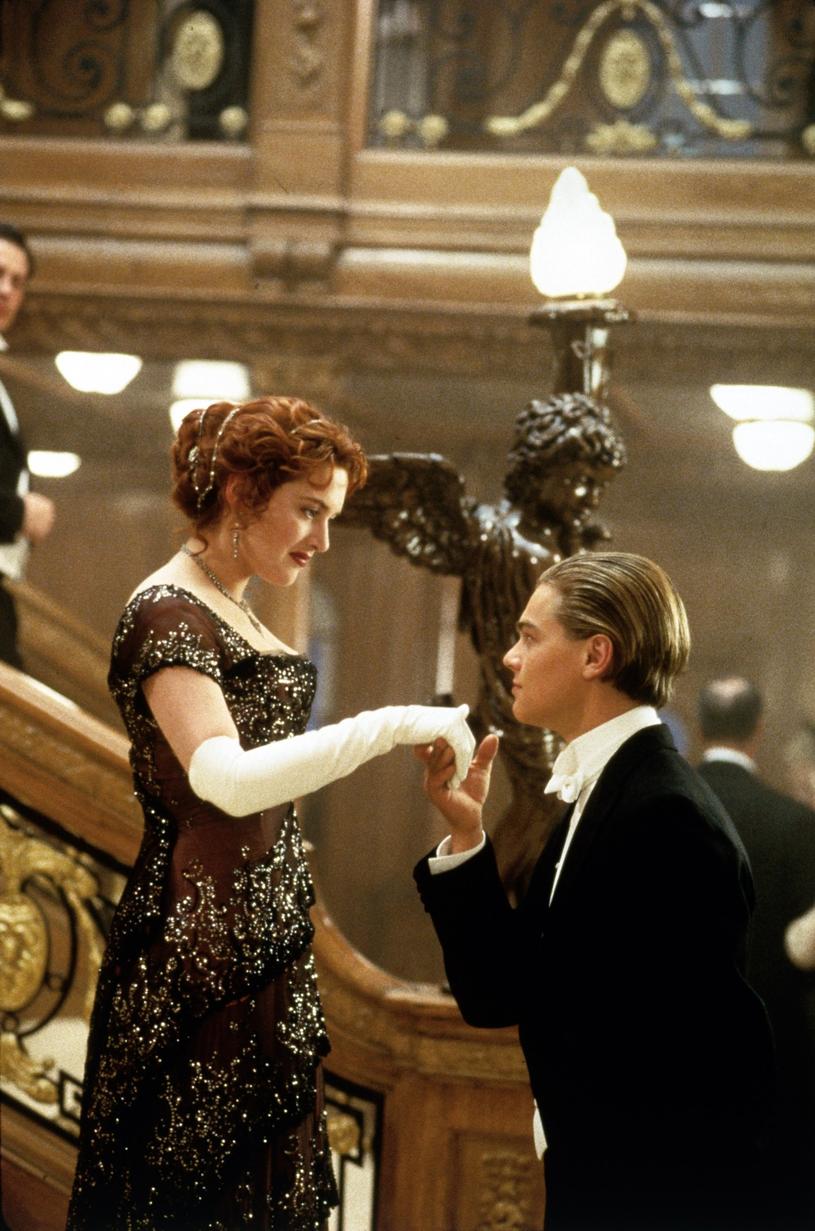 "Kate Winslet i Leonardo Di Caprio w słynnej scenie z ""Titanica"" Jamesa Camerona /East News"