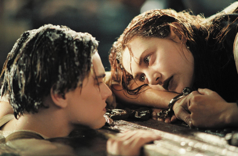 "Kate Winslet i Leonardo DiCaprio w filmie Jamesa Camerona ""Titanic"" /CAP/RFS Image supplied by Capital Pictures /East News"