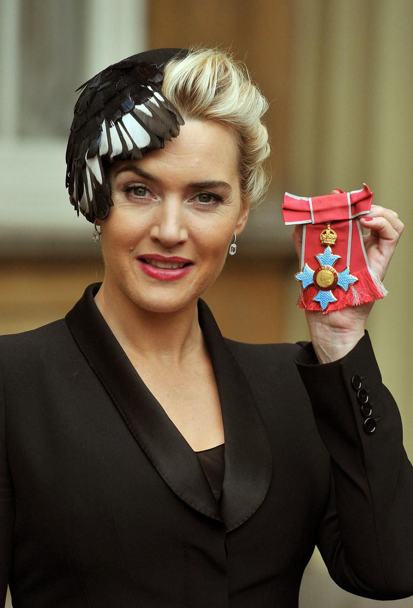 Kate Winslet z Orderem Imperium Brytyjskiego. /WPA Pool /Getty Images