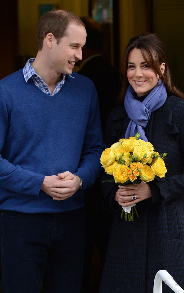 Kate z bukiecikiem kwiatów, jaki dostała od szczęśliwego męża /Splashnews