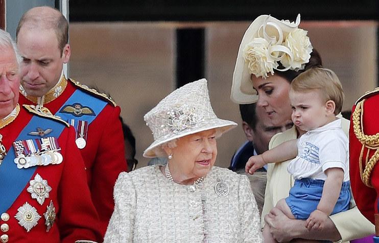Kate z synkiem i królową /Frank Augstein /East News