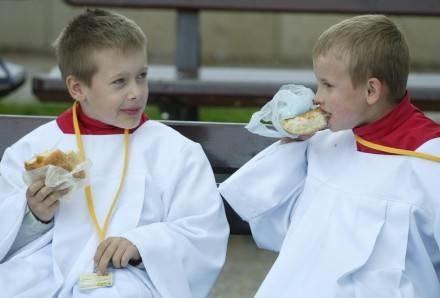 Katecheci wymagają m.in. służenia do mszy, fot. P. Gajek /Agencja SE/East News