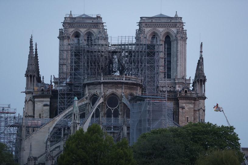 Katedra Notre Dame nad ranem po pożarze /AFP