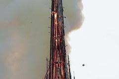 Katedra Notre Dame w ogniu