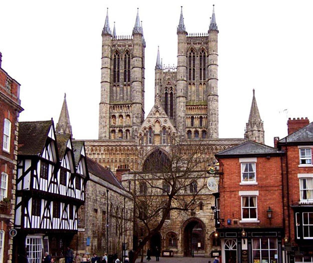 Katedra w Lincoln, gdzie podobno znajduje się Graal /MWMedia