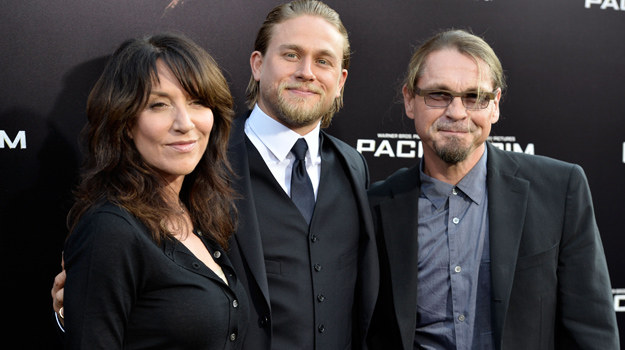 Katey Sagal, Charlie Hunnam i Kurt Sutter /Frazer Harrison /Getty Images