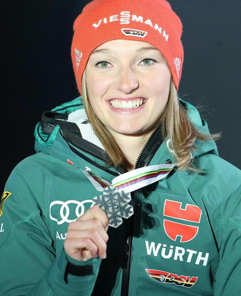 Katharina Althaus ze srebrnym medalem MŚ /AFP