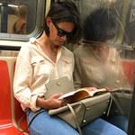 Katie Holmes w... metrze!