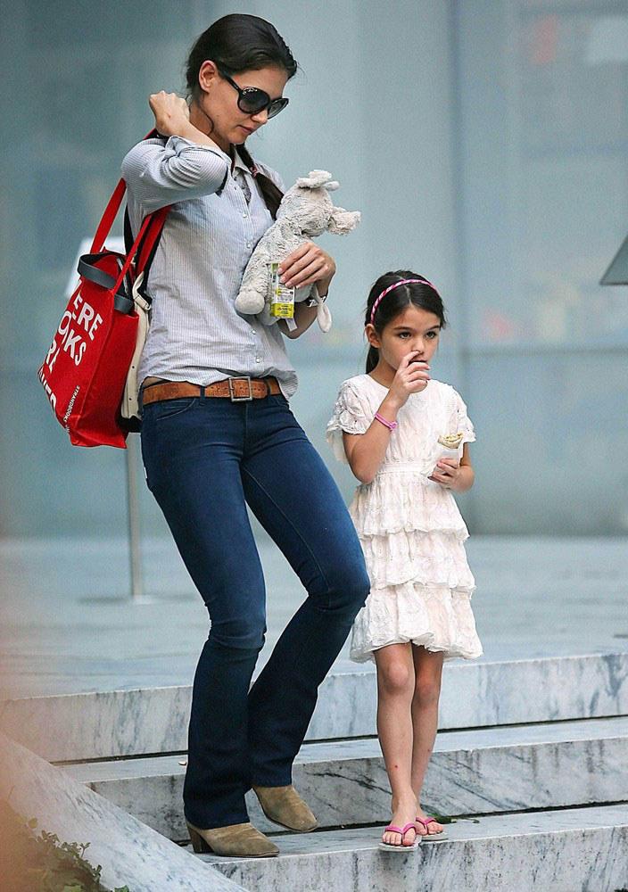 """Katie pragnie, by Suri miała """"zwyczajne"""" dzieciństwo z dala od Hollywood. Tom kusi sześciolatkę luksusami i życiem celebrytki /East News"""