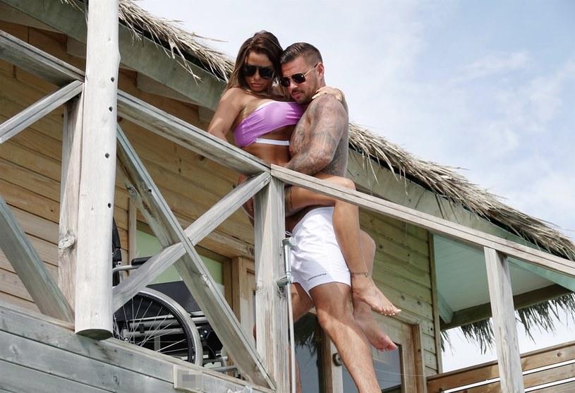 Katie Price z kochankiem Carlem Woodsem na Malediwach /BACKGRID /Agencja FORUM