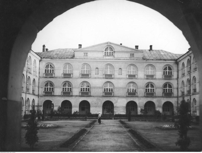 Katolicki Uniwersytet Lubelski. Dziedziniec uniwersytecki /Z archiwum Narodowego Archiwum Cyfrowego