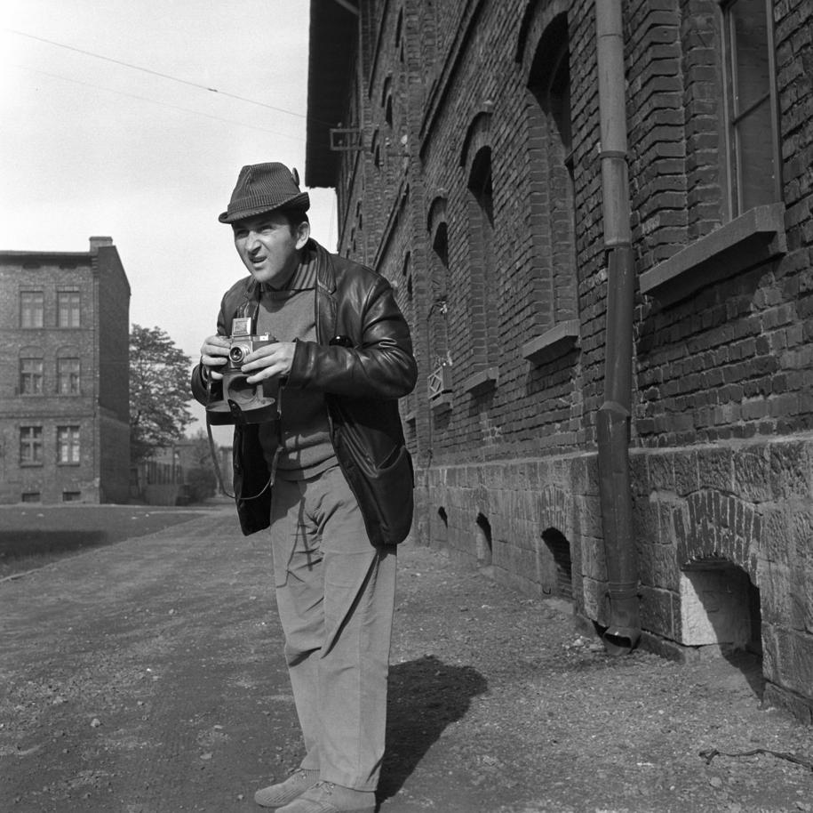 Katowice 1970. Reżyser i scenarzysta Kazimierz Kutz w dzielnicy Zalęże /PAI /PAP