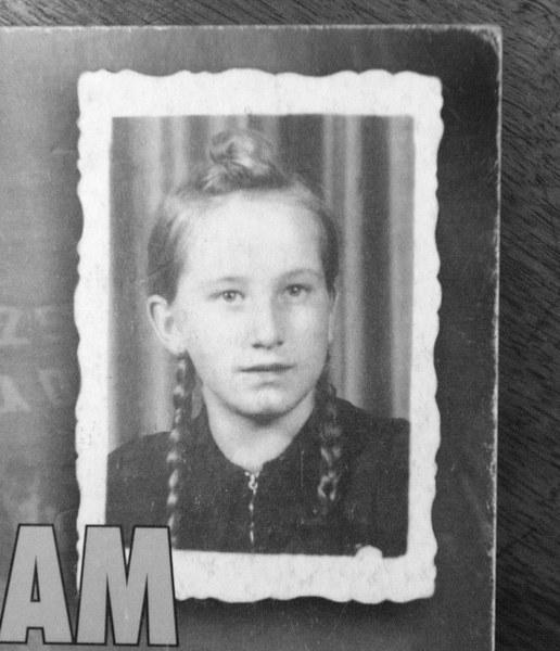 """Natalia Piekarska - jedna z trzech nastolatek ukaranych za sprzeciwianie się nazwie """"Stalinogród"""". Dziewczynka trafiła do zakładu poprawczego"""