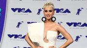 Katy Perry w bieli - ponadczasowa klasyka