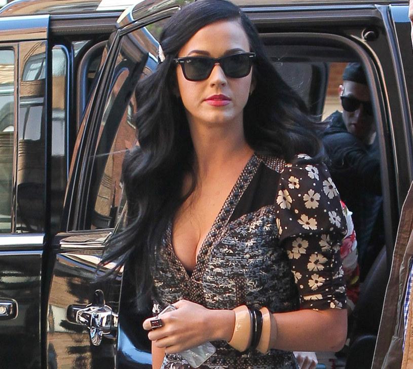 Katy Perry w patchworkowej sukience /East News